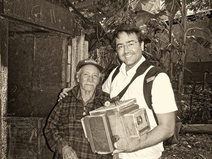Kike with one of the last Cuban street portrait photographers Pedro Fernandez. You can see his interview at:  http://vimeo.com/59711150 . I must admit I was moved by this charming character.