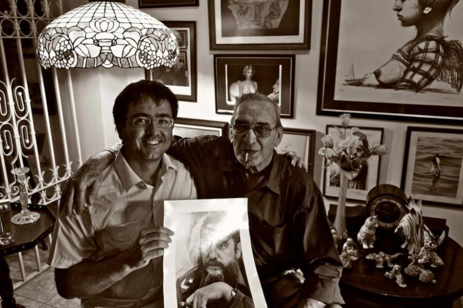 Kike with Cuban photographer Liborio Noval, an icon for his work documenting the Cuban Revolution.